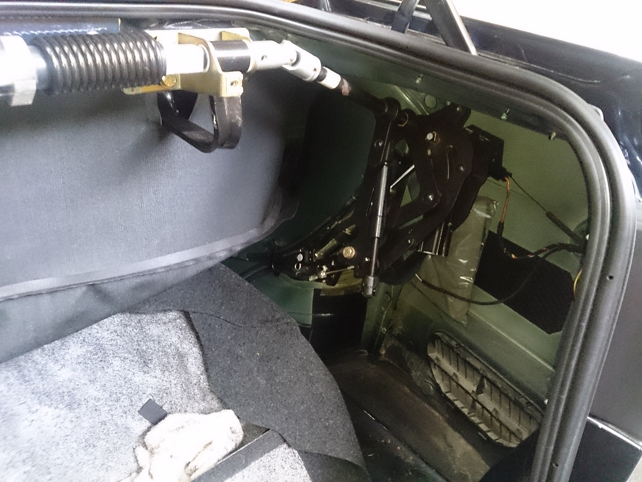 06 soft top cover drive mechanism.jpg